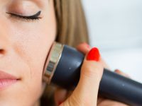 How To Use A Microdermabrasion Machine